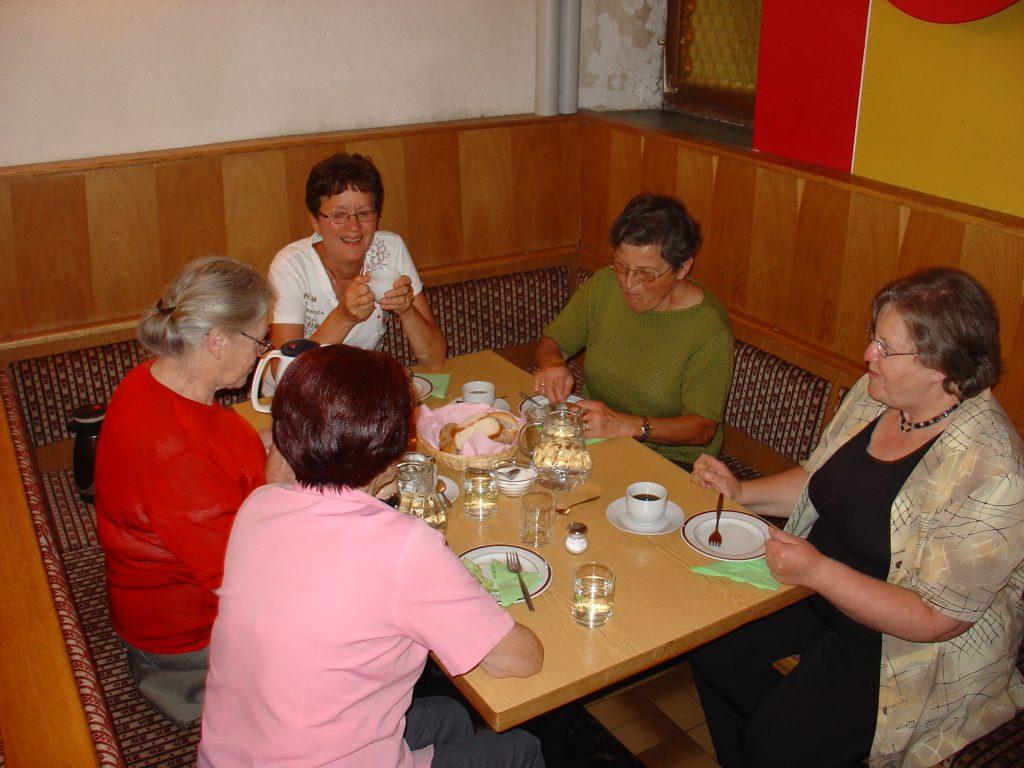 Treffen in der Seniorenstube